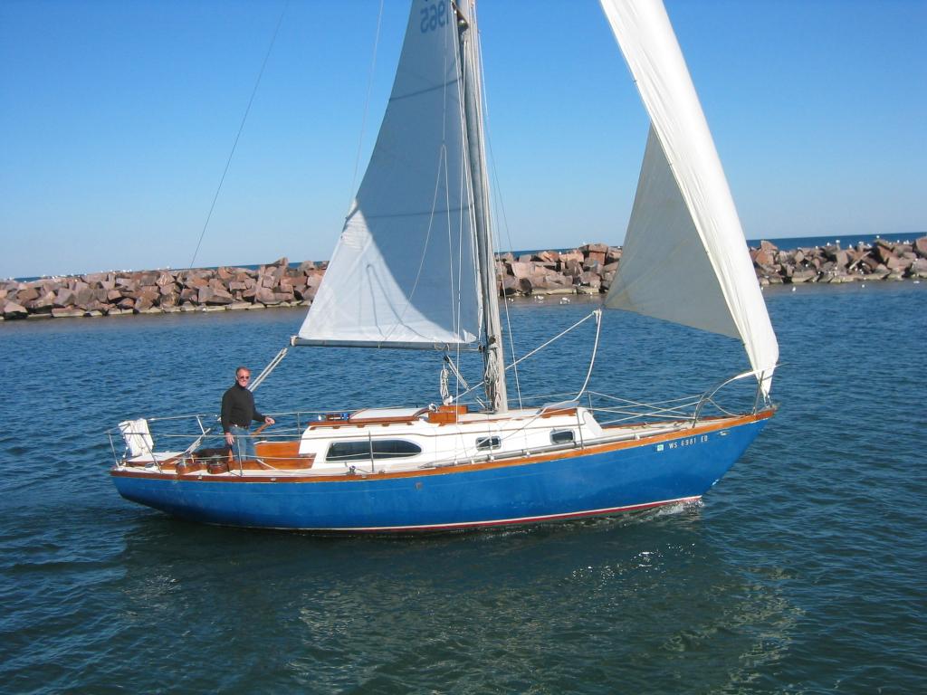 ... about the boat fremontgioia(at)yahoo.com) C-31 1965 21 Aeolus Milwaukee, ...